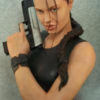 Lara Bust