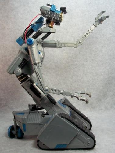 Robot V Johnny 5 http://www.sideshowcollectors.com/forums/showthread.php?p=4306347